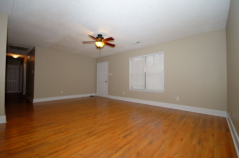 Goldsboro NC - Homes for Rent - Family Room / Entry - 107 Sparrow Court Pikeville NC 27863